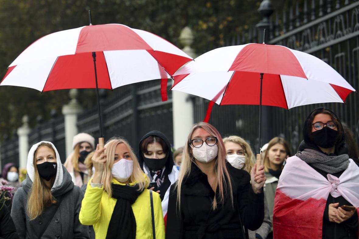 Sobotní protesty žen a studentů v Minsku
