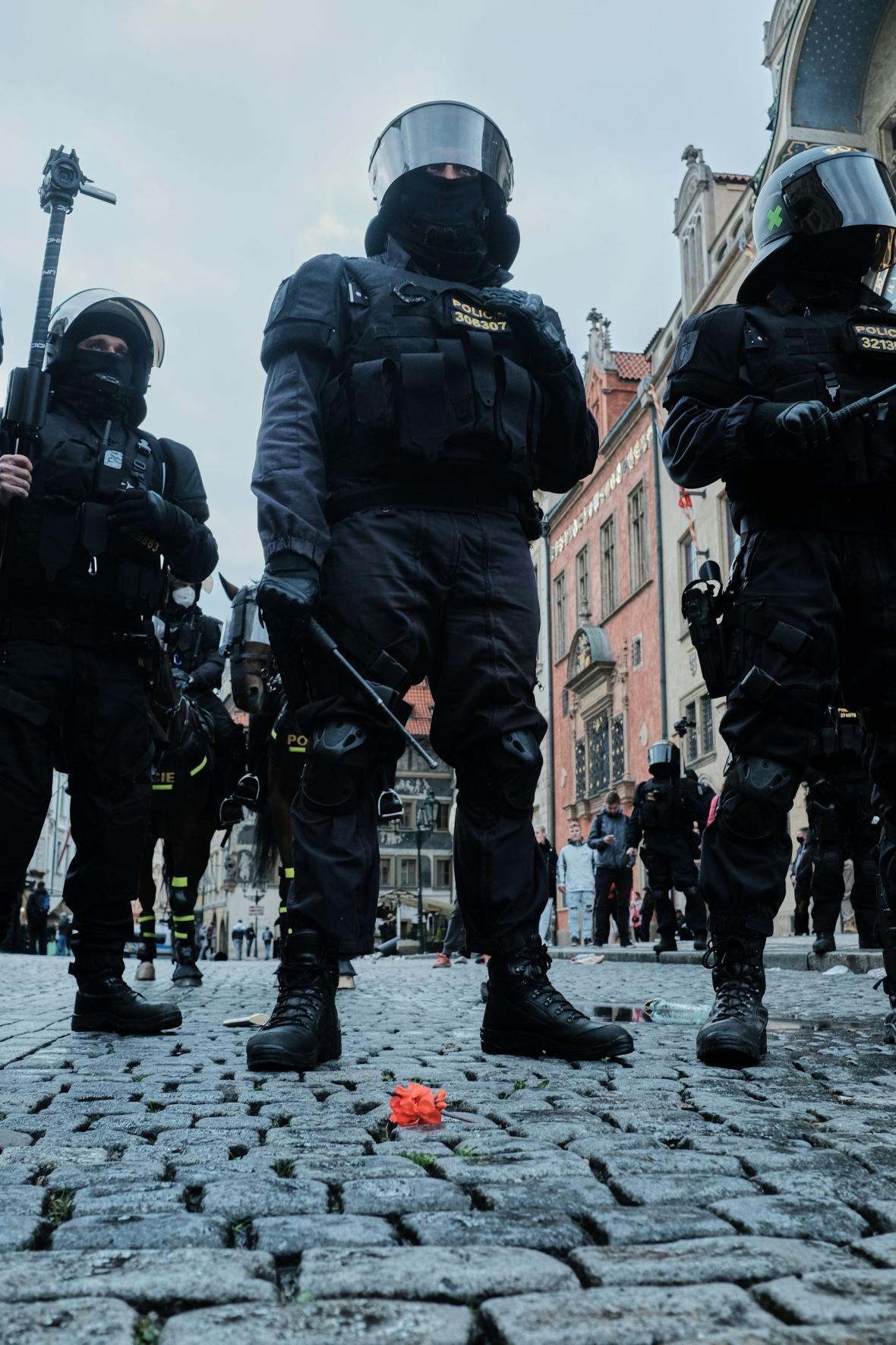 Demonstrace v Praze na Staroměstském náměstí proti opatřením kvůli koronaviru