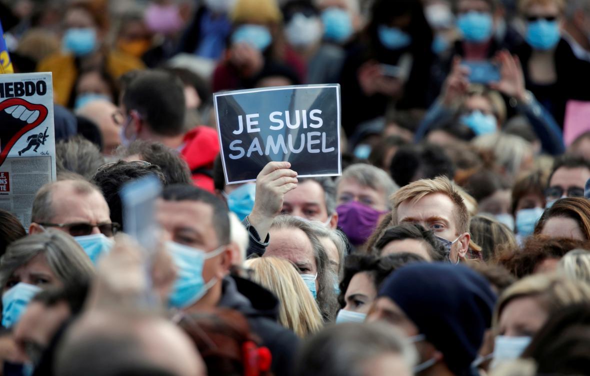 Demonstrace na podporu francouzských učitelů po vraždě Samuela Patyho