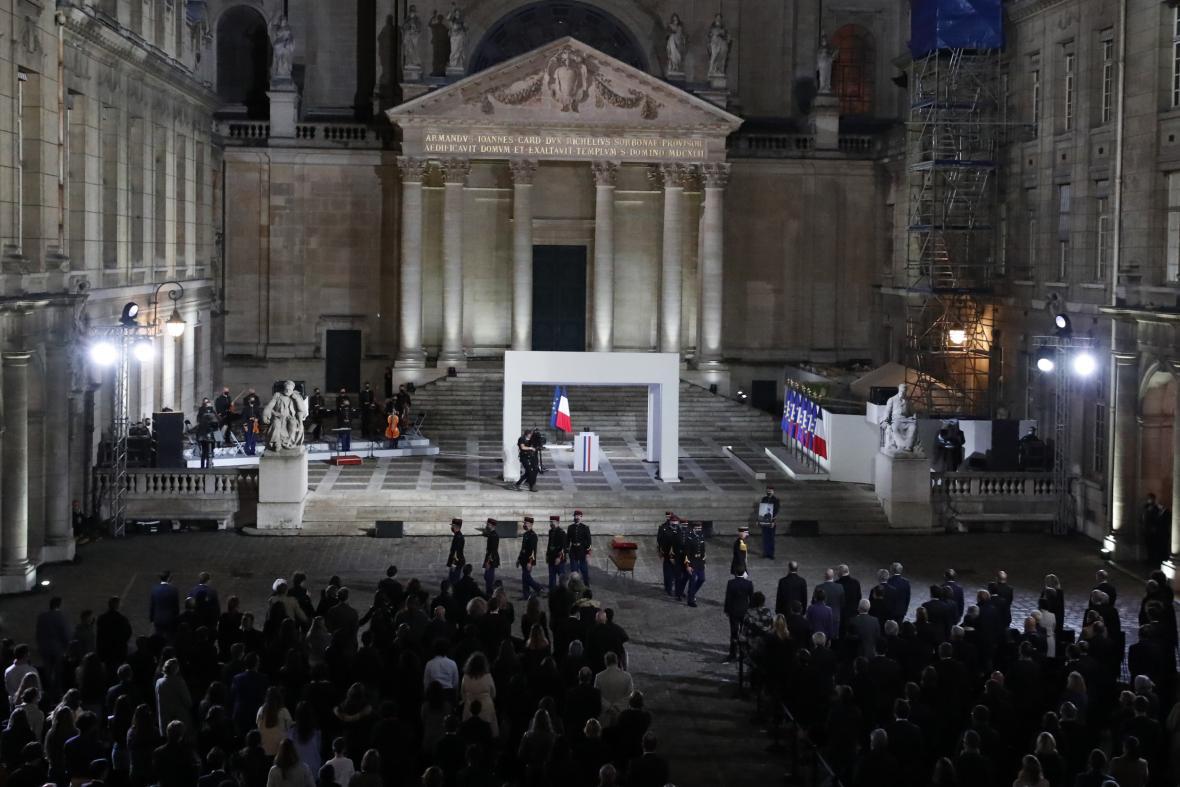 Francouzská pieta za zavražděného učitele