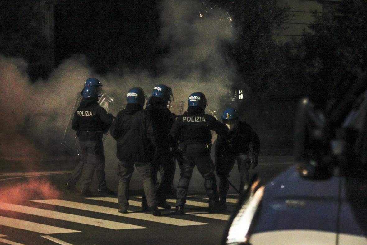 Italská policie zasahuje při protestech v Římě
