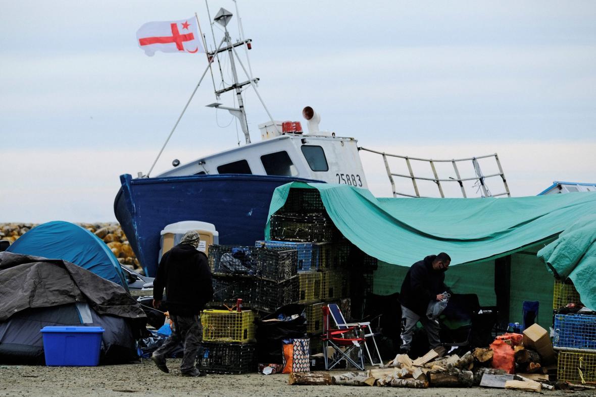 Původní obyvatele Nového Skotska Mikmakové, jsou pod tlakem rybářů, kteří se zabývají komerčním rybolovem