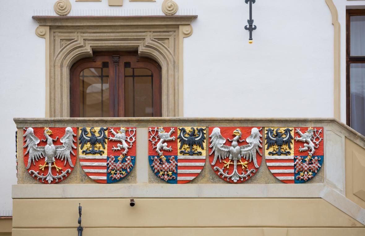 Zrekonstruované erby na radnici v Olomouci