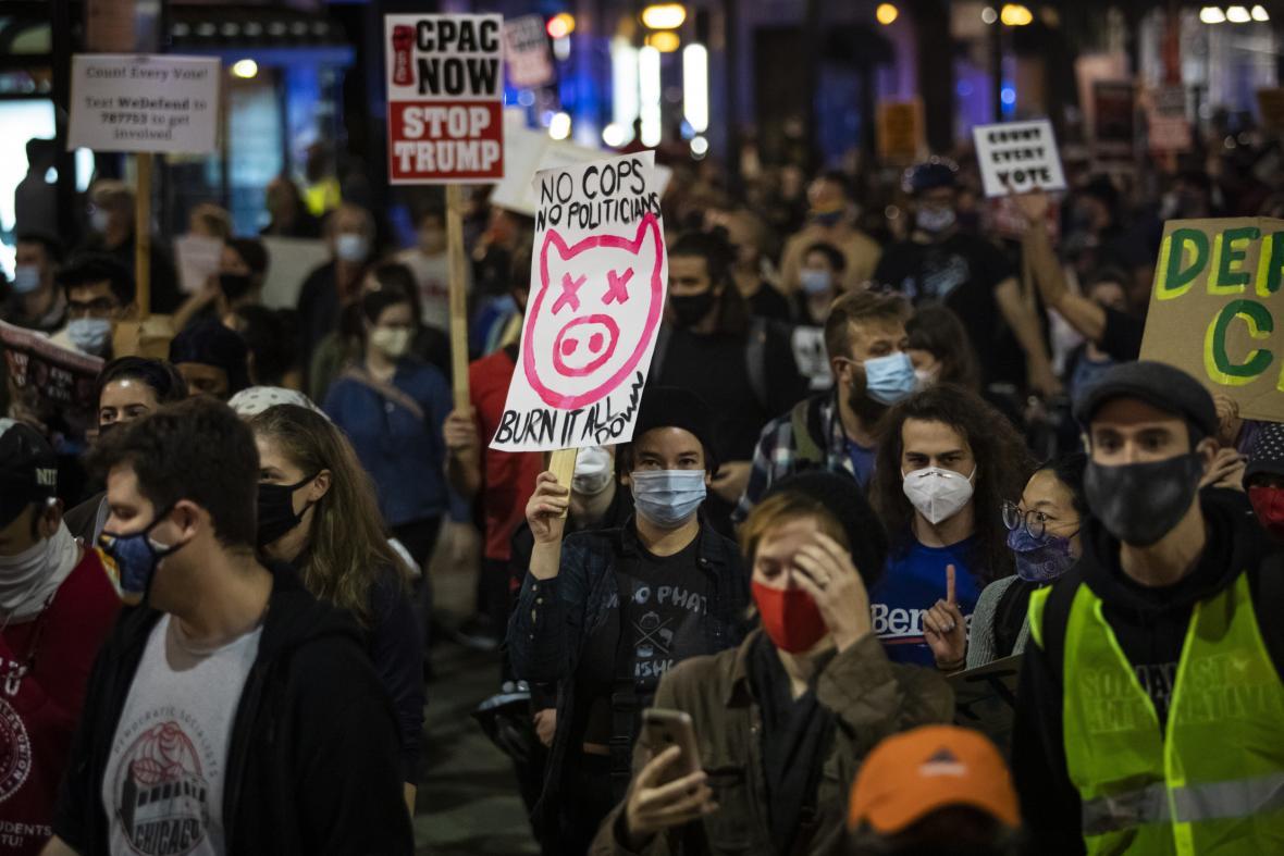 Lidé vyšli do ulic také v Chicagu.
