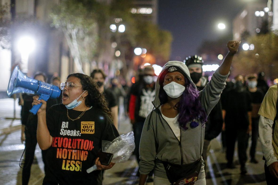 V Los Angeles lidé protestovali proti současnému prezidentovi Donaldu Trumpovi.