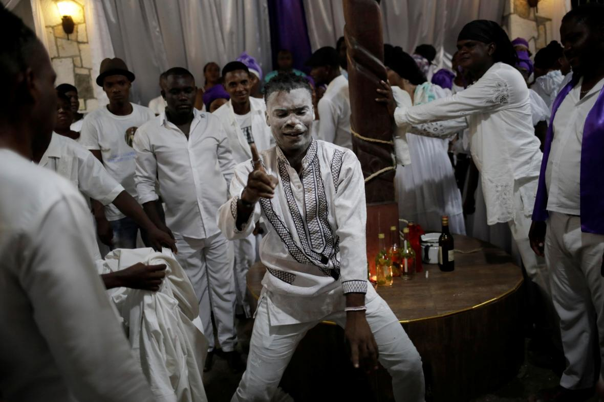 Vyznavači voodoo na Haiti oslavili svátek smrti