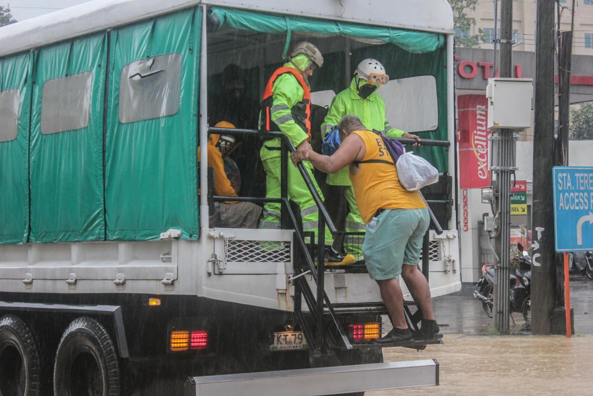 Filipínské úřady nařídili evakuaci, tajfun