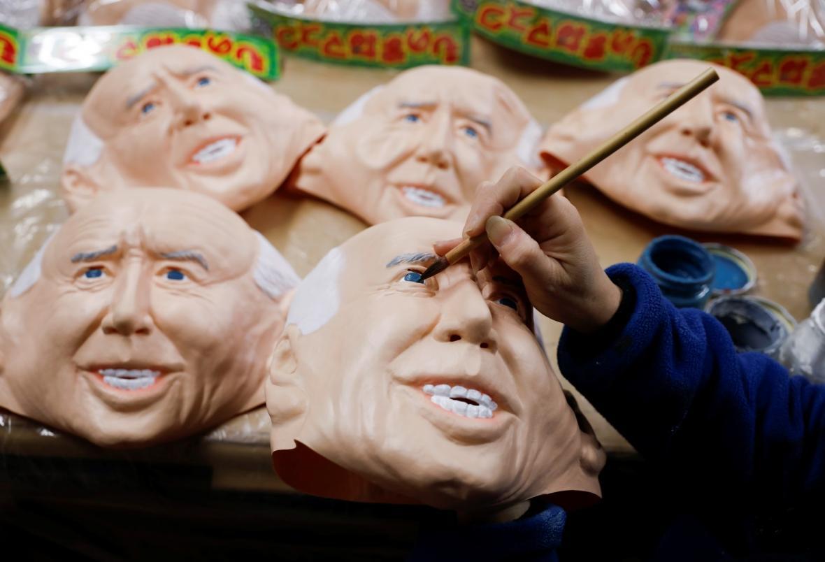 Výroba gumových masek v Ogawa Studios v severní častí Tokia. Zájem o masky amerických prezidentů je v roce 2020 pro společnost historicky největší
