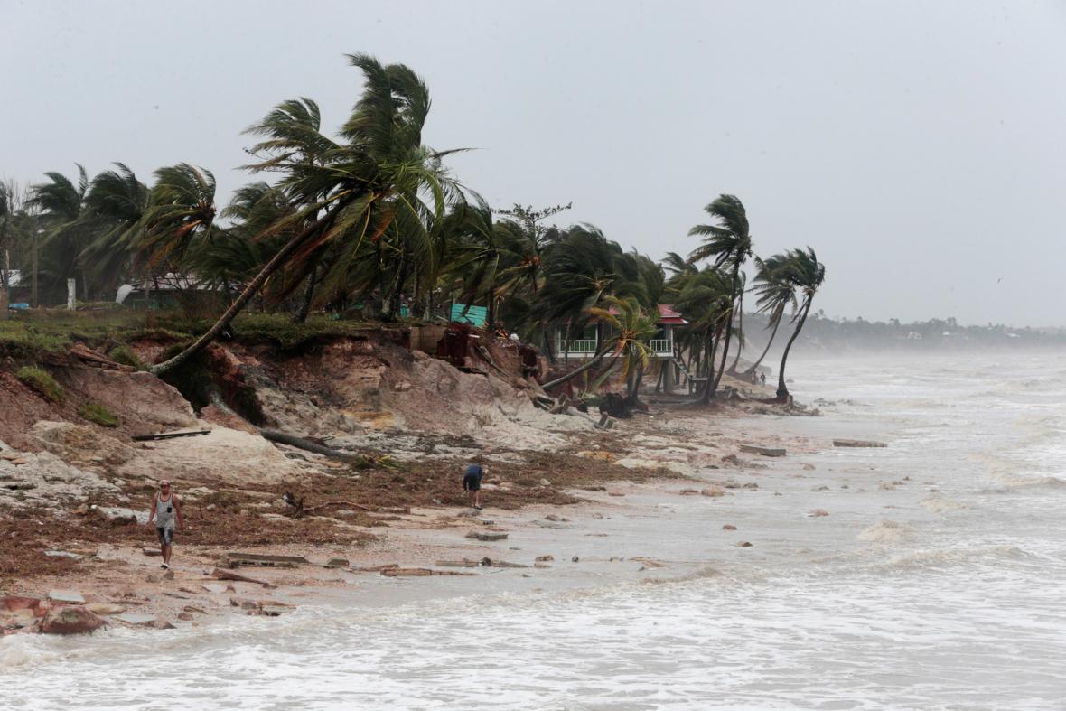 Hurikán nejvyššího pátého stupně Jóta prošel územím Střední Ameriky