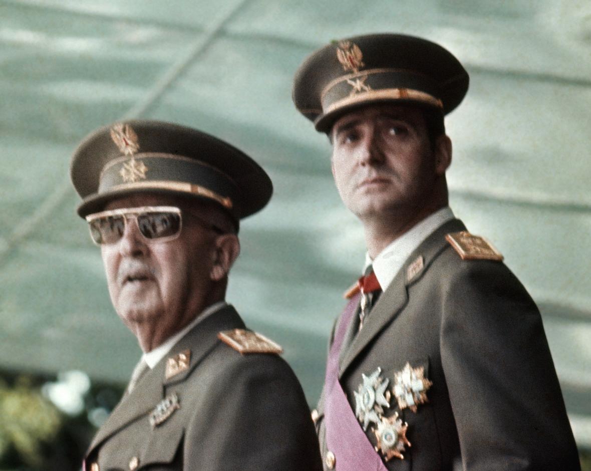Francisco Franco (vlevo) s budoucím králem Juanem Carlosem I. v roce 1973