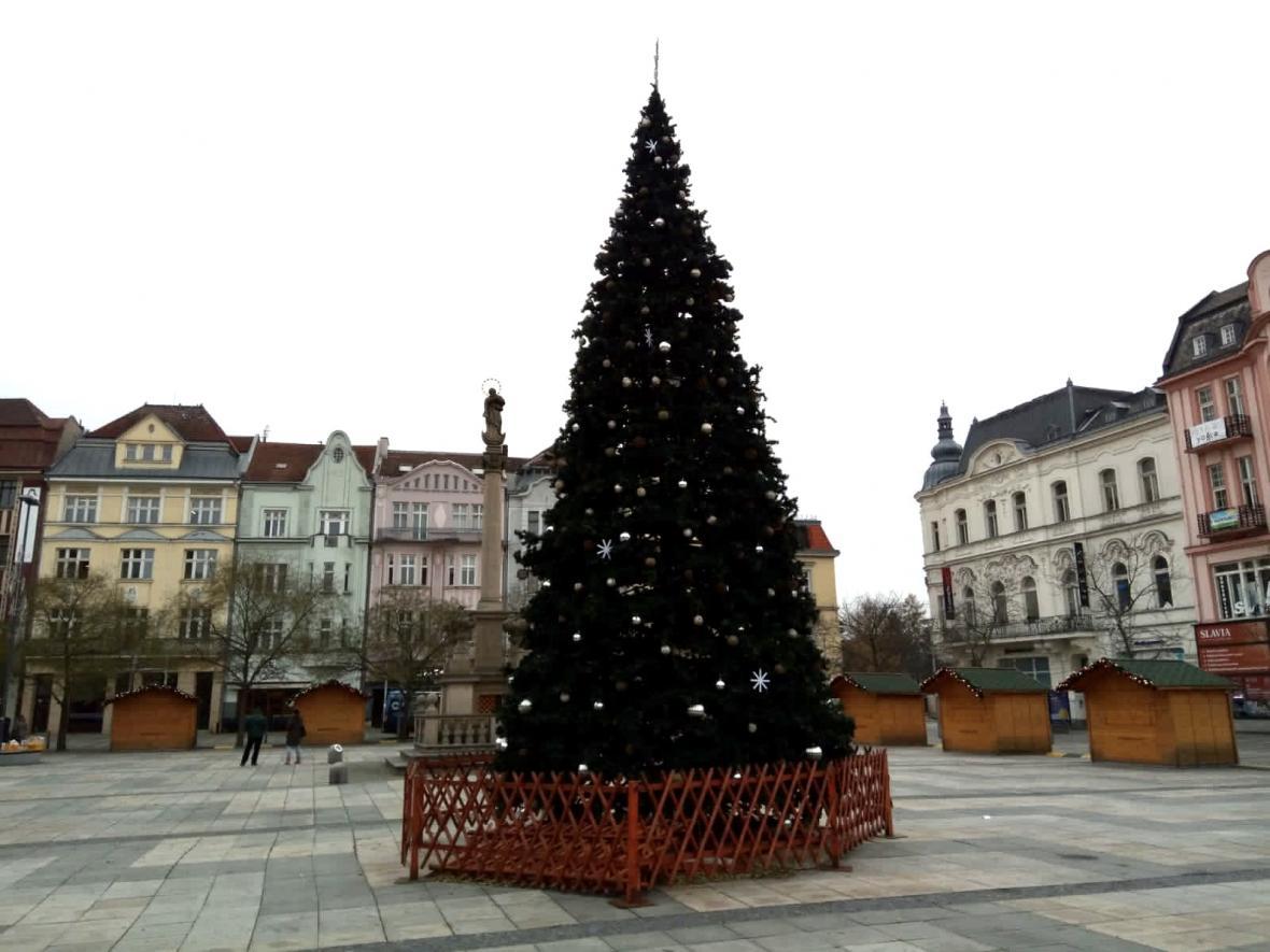 Vánoční strom na Masarykově náměstí v Ostravě