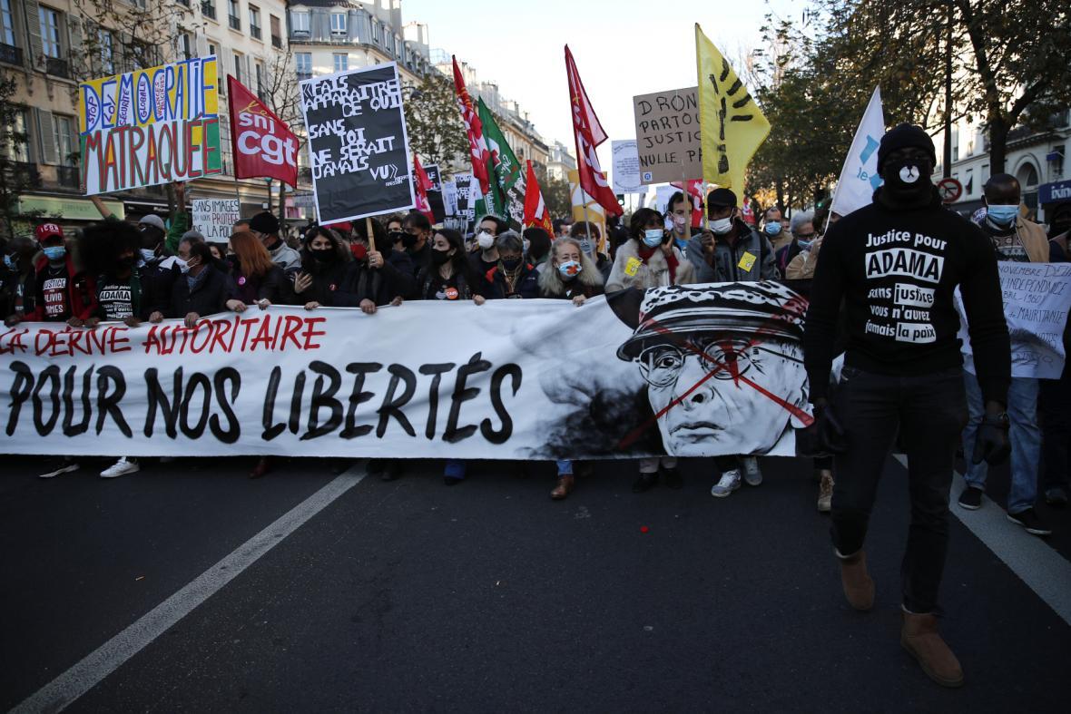 Francouzi protestují proti zákonu o bezpečnosti, obávají se narušení svobody tisku