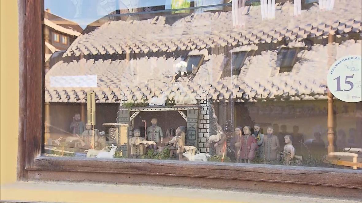 Betlémy ve výlohách obchodů ve Štramberku