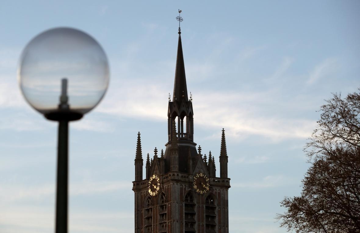 Vietnamec Pham Van Thuoc sestavil ve své zemi největší sbírku hodinových strojů z evropských-kostelních věží
