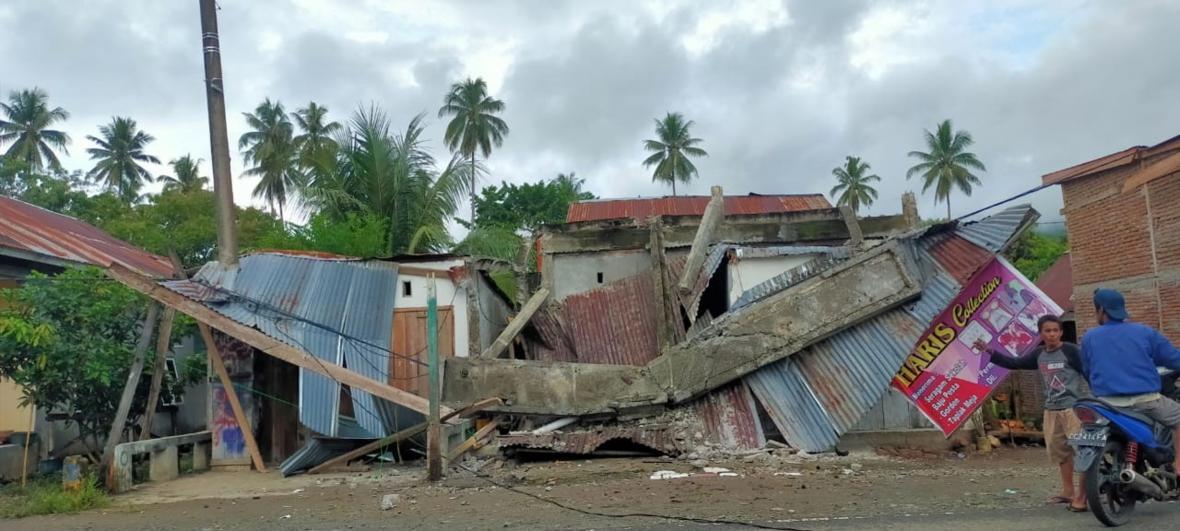 Zemětřesení v Indonésii v  části Západní Sulawesi, připravilo o život desítky obyvatel města Mamuju