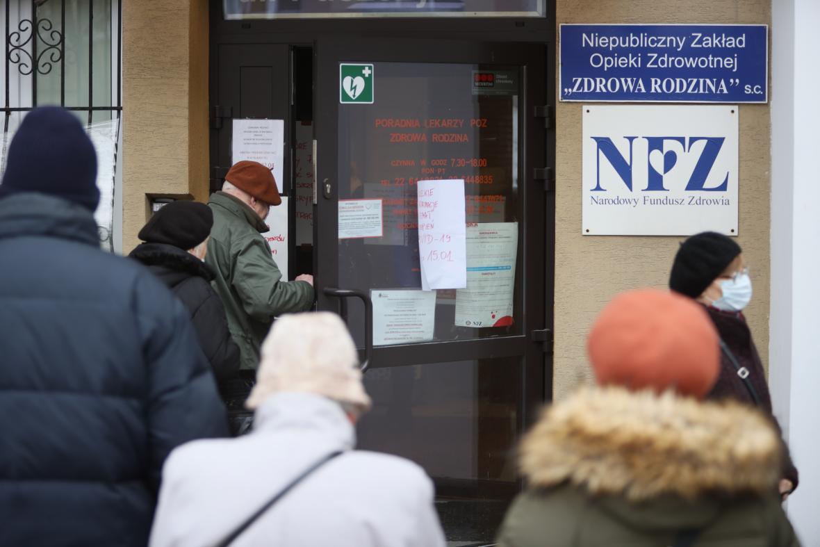 Registrace seniorů na očkování proti covidu-19 v Polsku