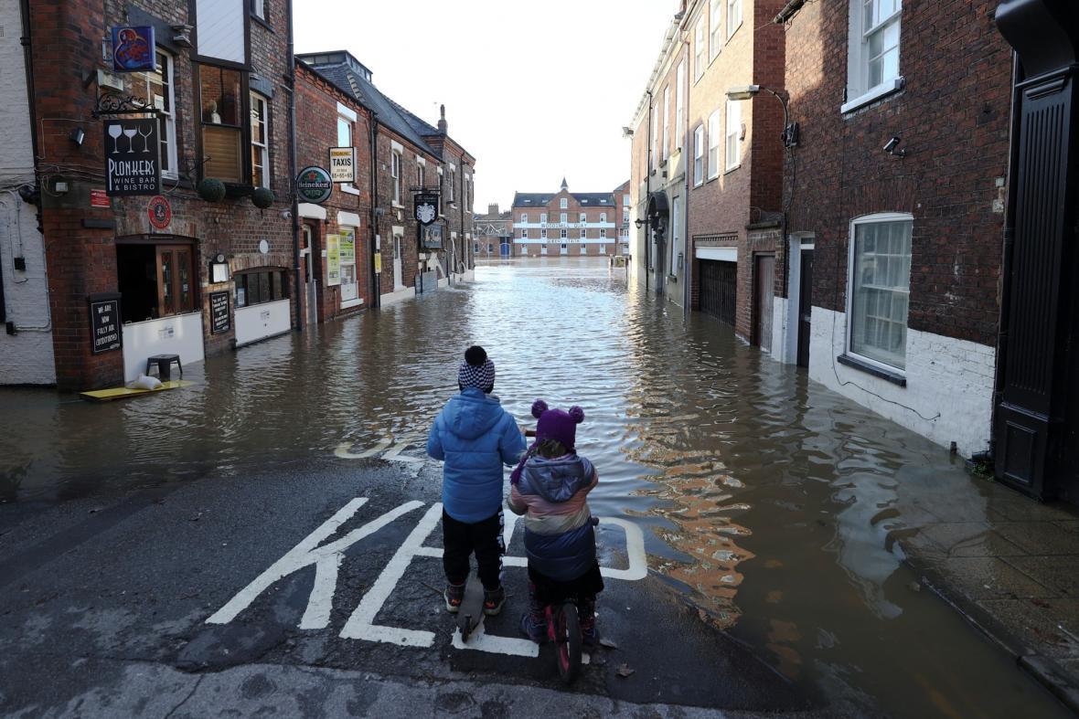 Následky bouře Christoph ve Velké Británii. Fotografie ukazují povodně ve městě Bewdley, Norwich a York
