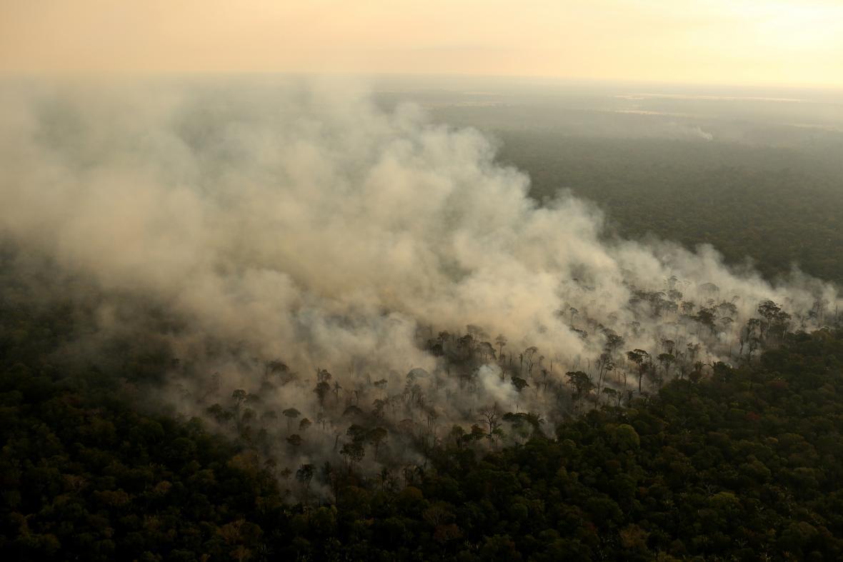 Rozsáhlé požáry v Amazonském pralese z leteckého záběru, poblíž města Porto Velho