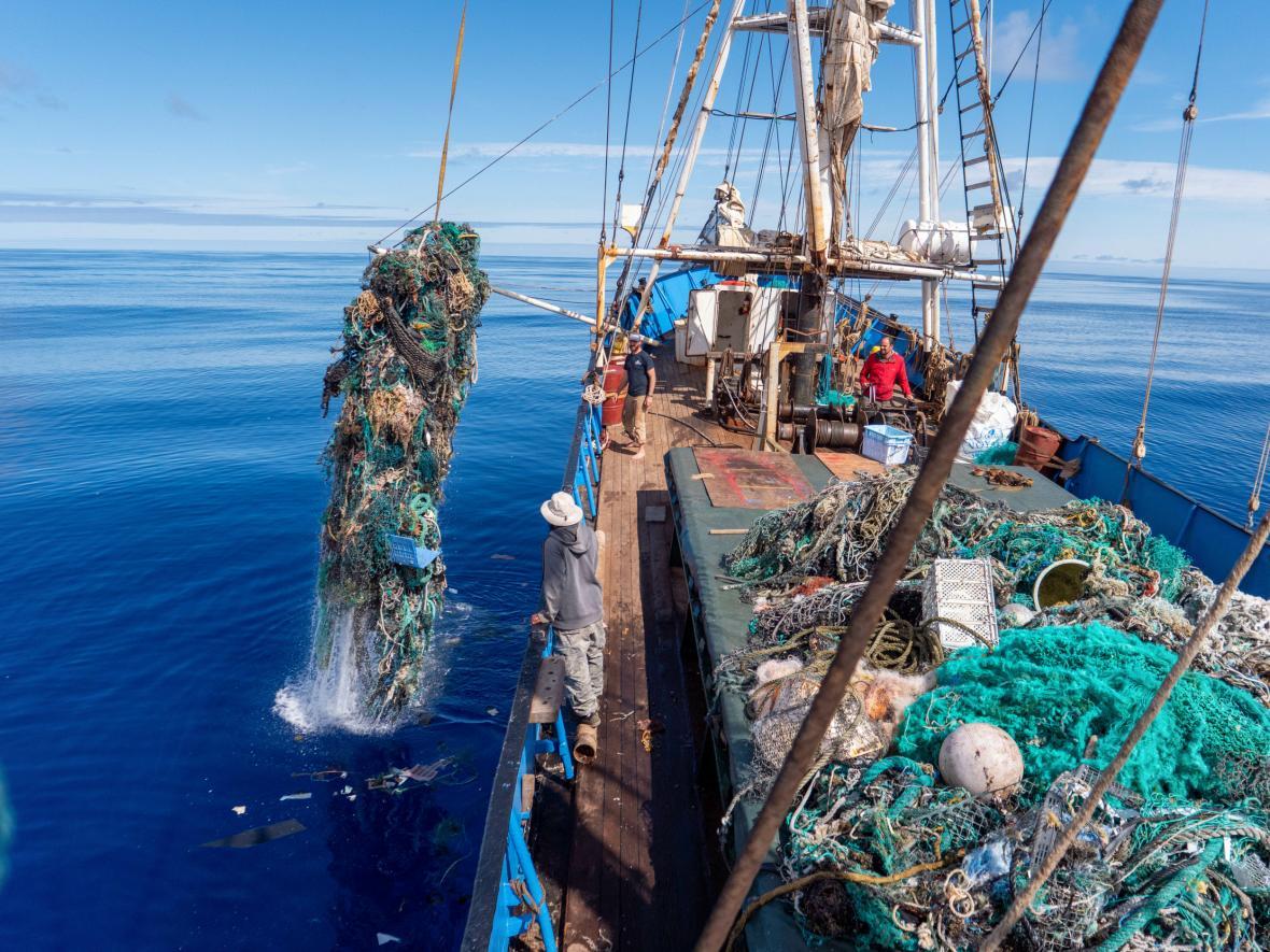 Expedice čistící vody oceánů