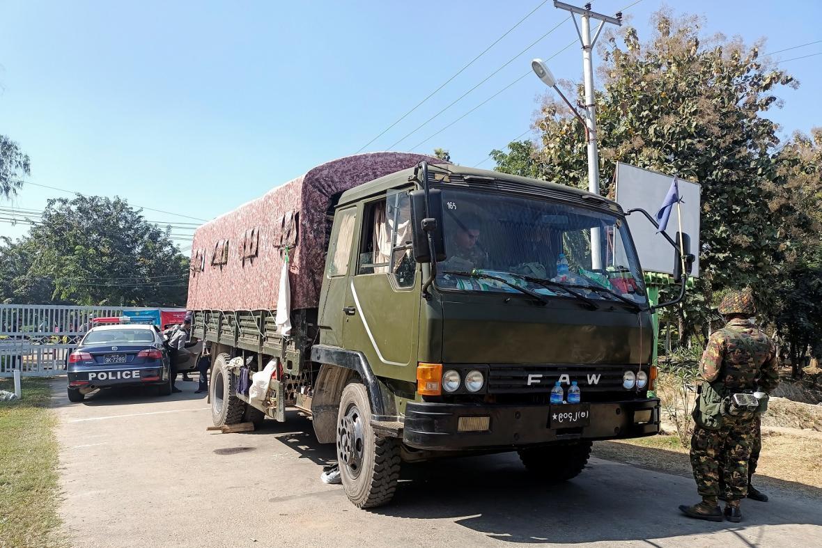 Barmská armáda provedla převrat