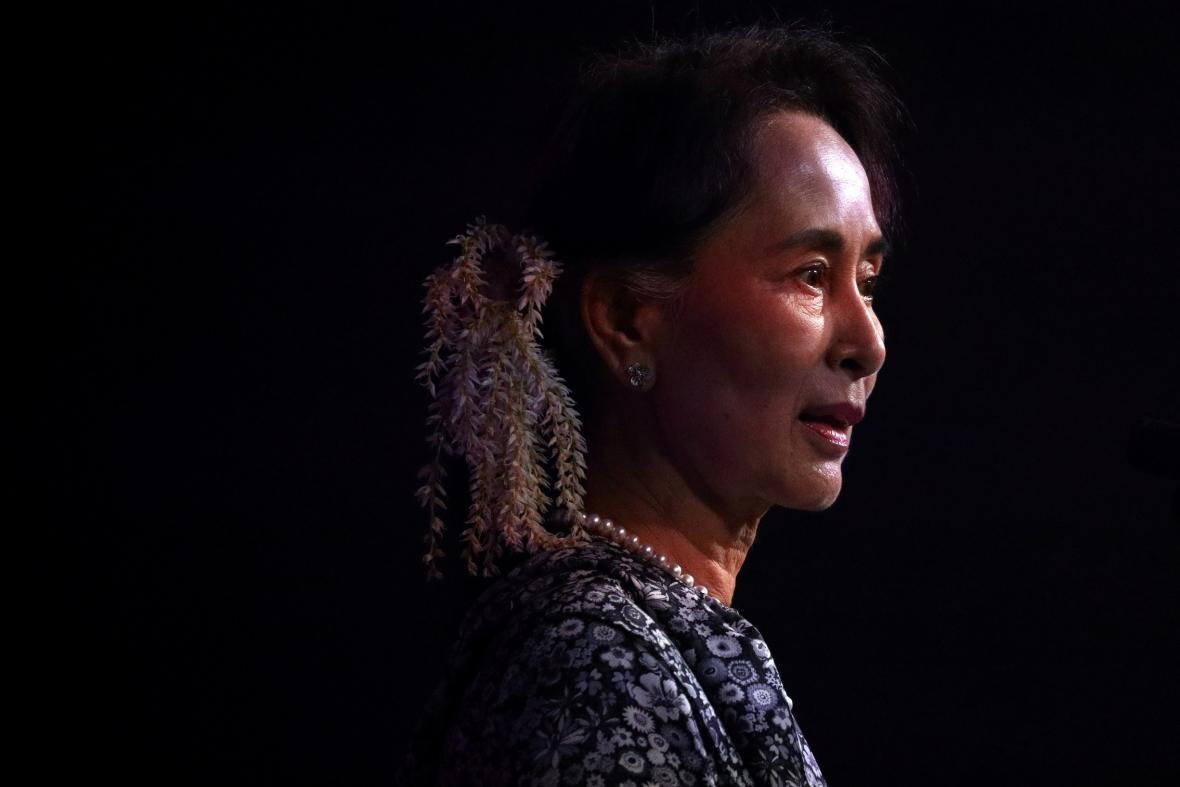 Předsedkyni vlády Aun Schan Su Ťij armáda zadržela