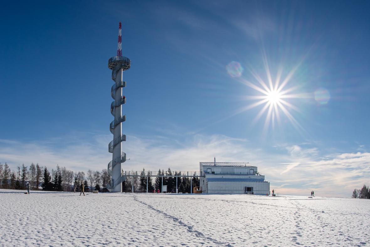 U Nové Hrádku na Náchodsku byla Před Vánoci otevřená nová rozhledna na vrchuŠibeník