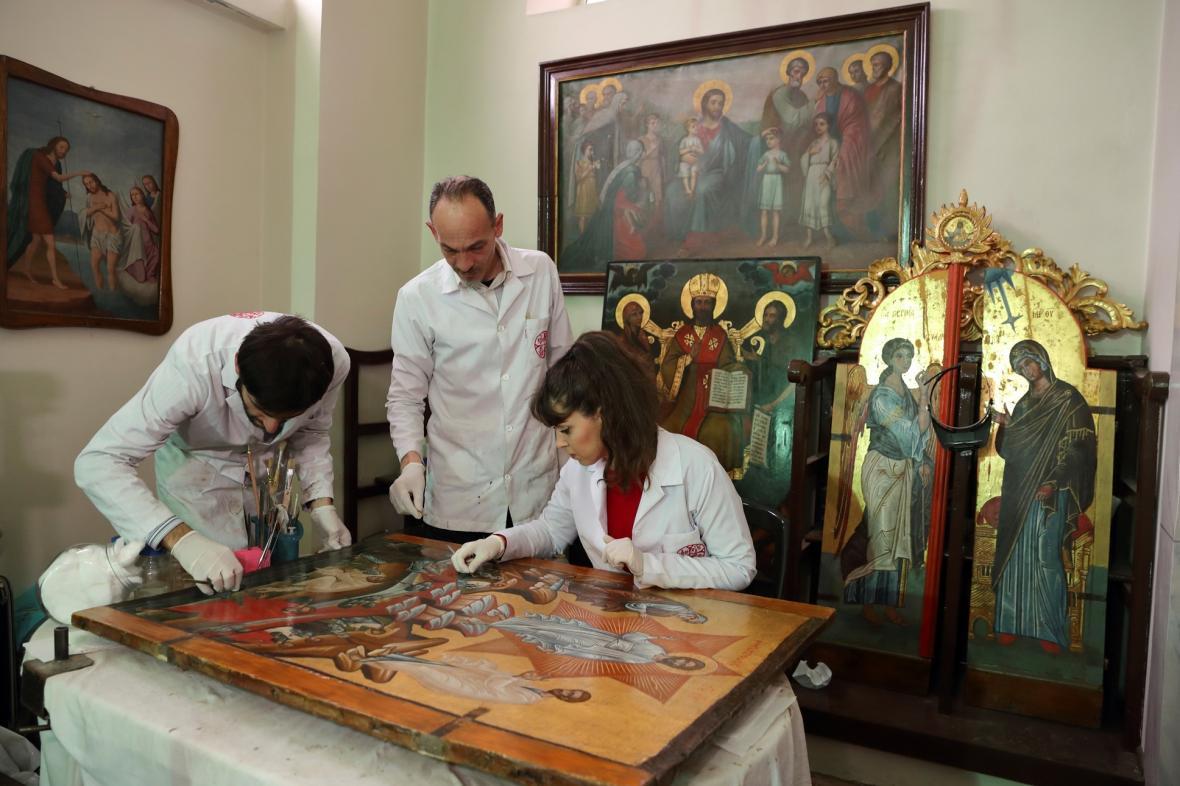 Restaurátoři v jednom z istanbulských kostelů obnovují sérii obrazů ze 16. století nazvanou Proměnění Páně