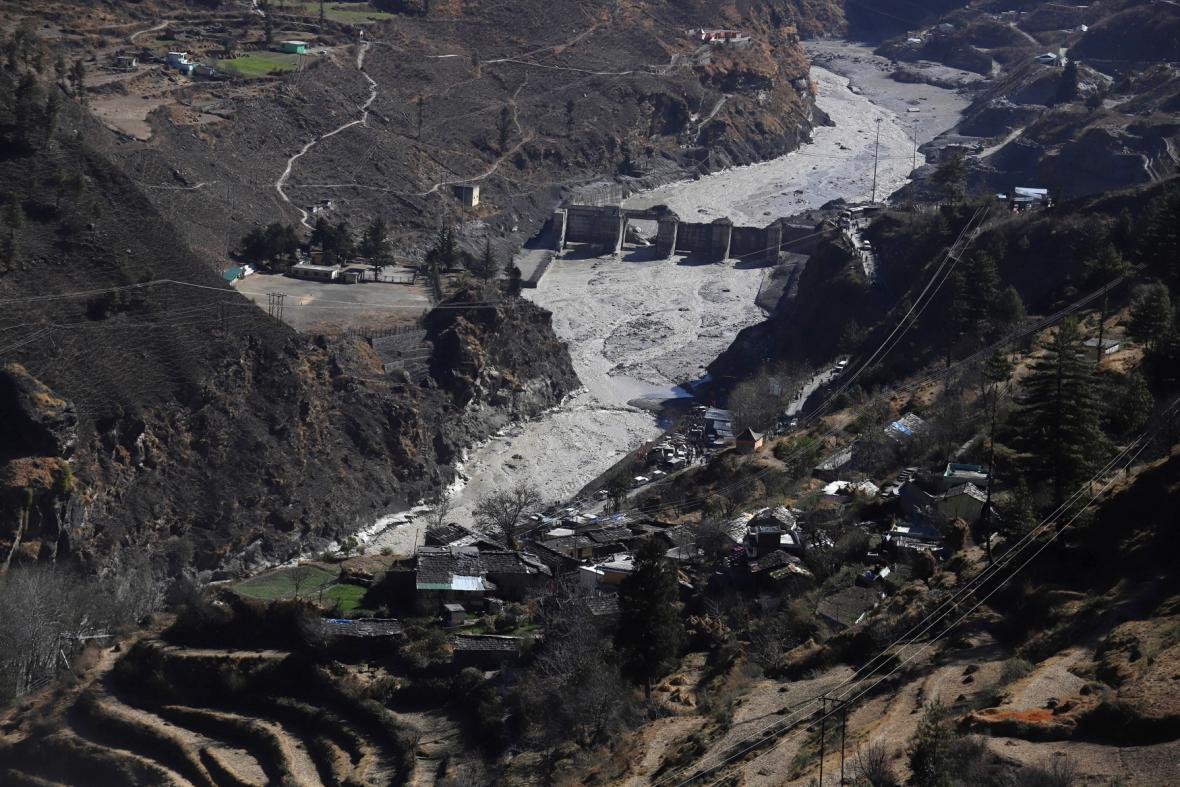 Odtržení ledovce zdevastovalo jednu z vodních elektráren