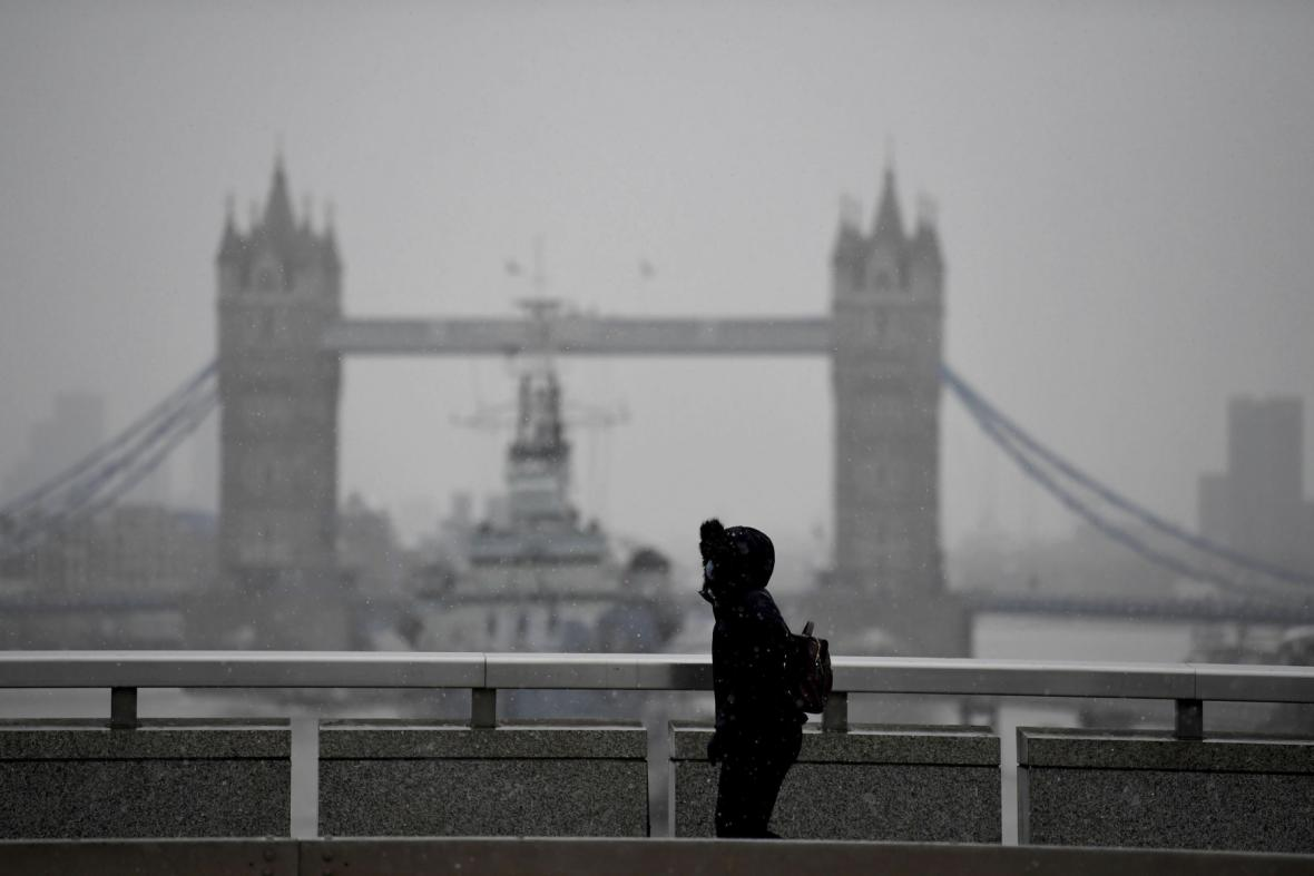 Sníh pokryl také britský Londýn