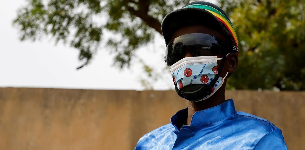 Fallou Diop, devatenáctiletý žokej s velkými plány. Na snímku s mladou klisnou Raissou Betty