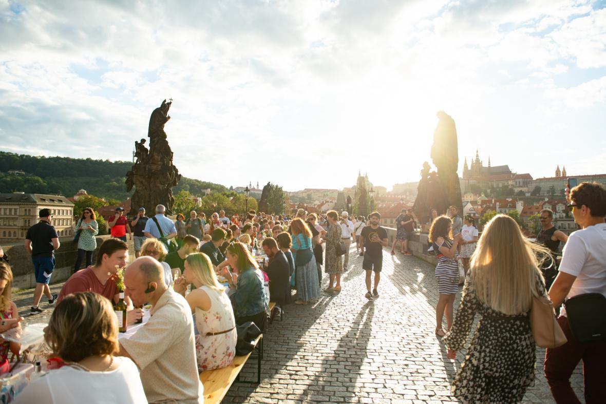 Dvanáct měsíců s covidem-19 v Česku