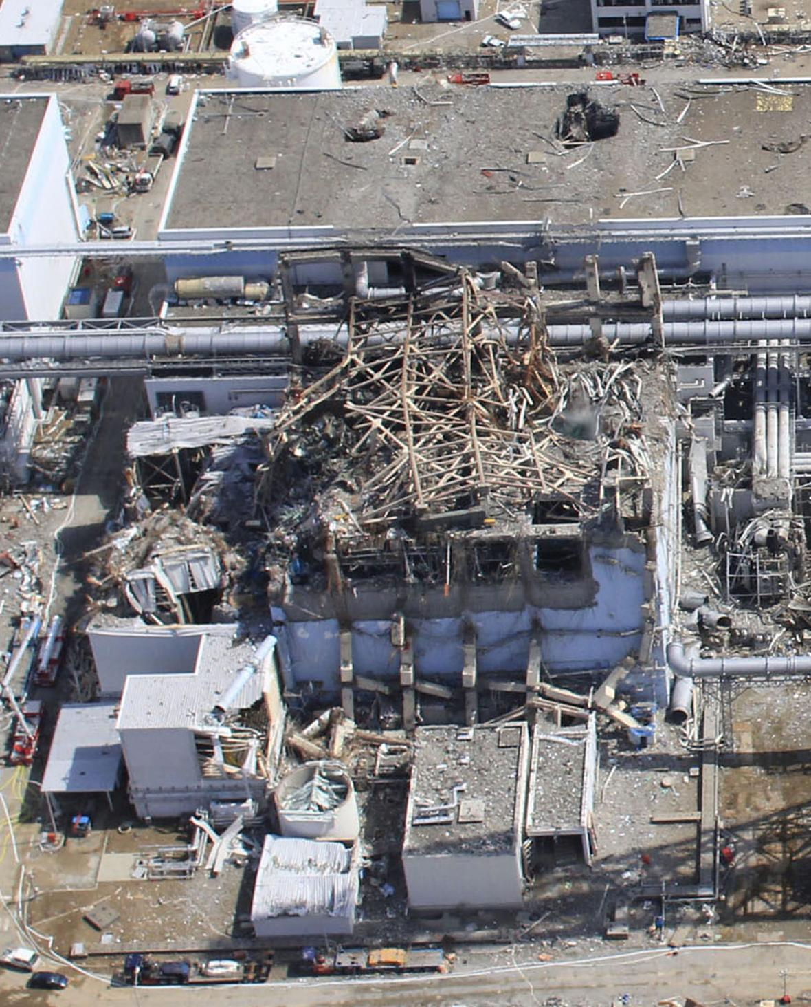 Letecký záběr poničené jaderné elektrárny