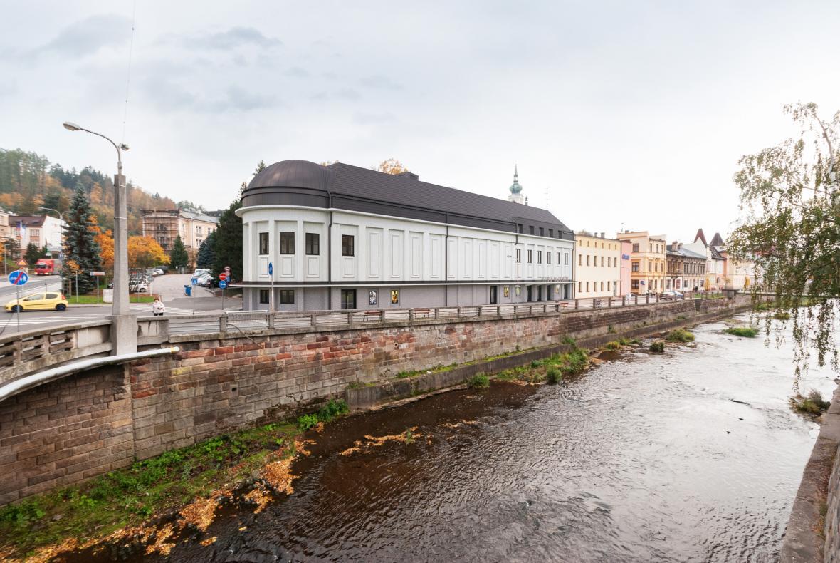 Město Trutnov připravuje rekonstrukci kina Vesmír