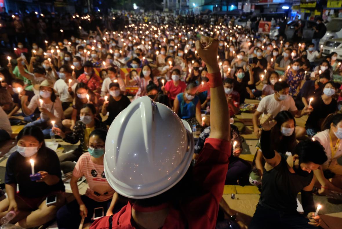 Protesty proti převratu v Myanmaru