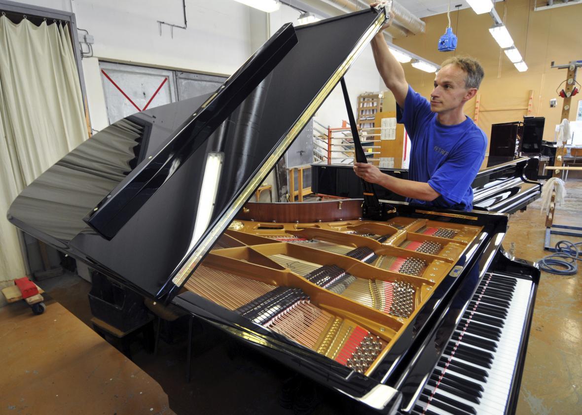 České rodinné stříbro, výrobce klavírů a pianin Petrof