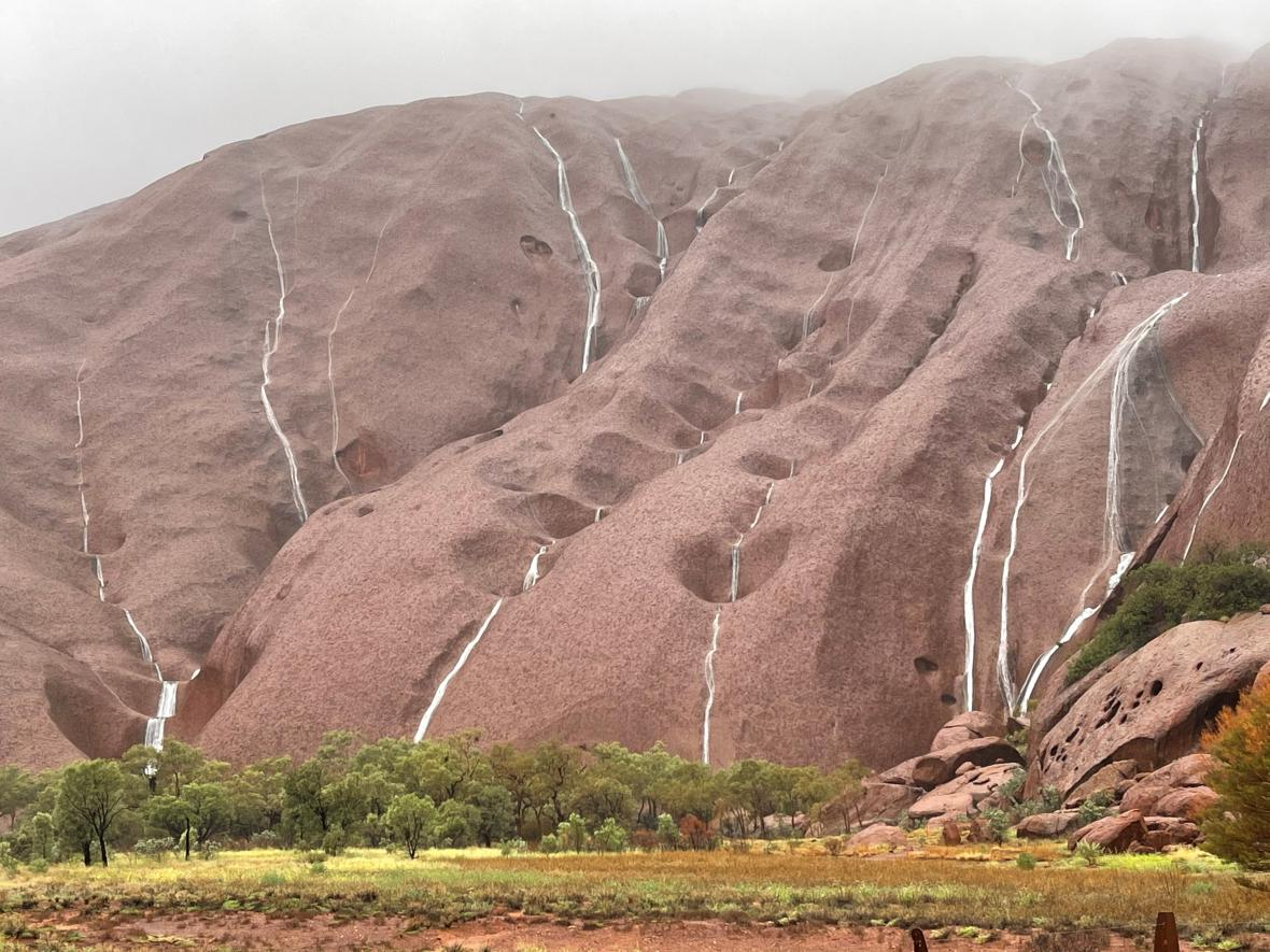 Australská skála leží hluboko ve vnitrozemí ostrovního kontinentu.