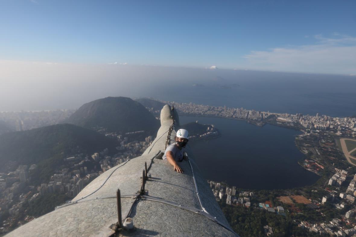Technici zahájili rekonstrukci na soše Krista Spasitele v berazilském Rio de Janeiru