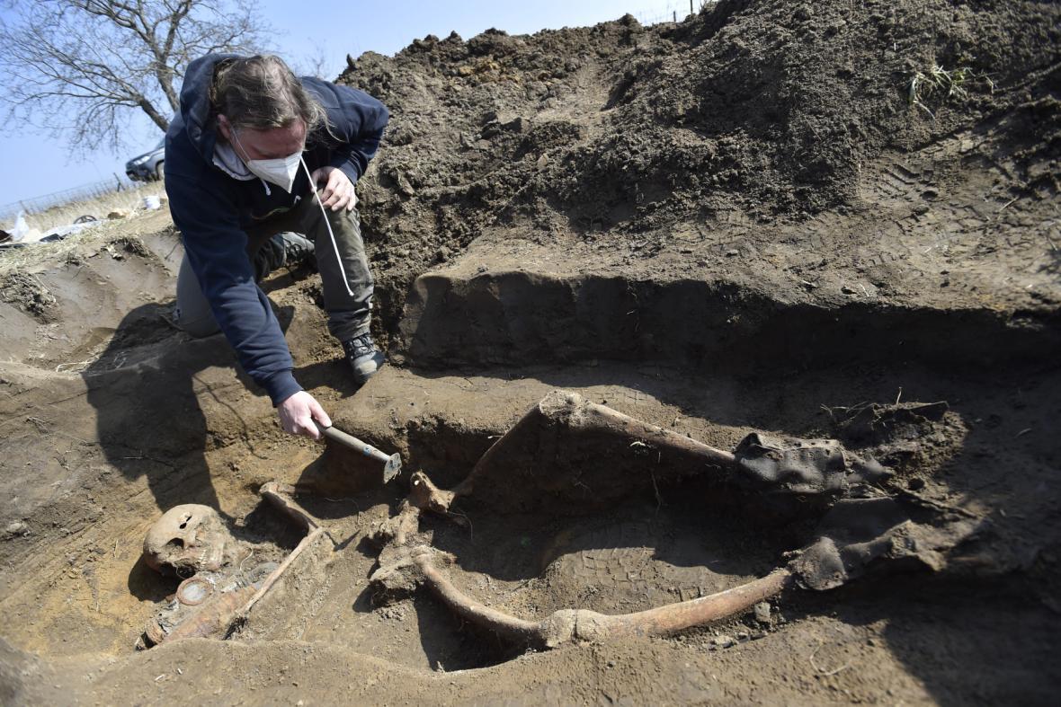 Nález ostatků ve vinohradu u Kostic