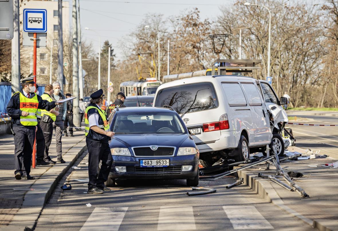 Nehoda u pražské Vojenské nemocnice