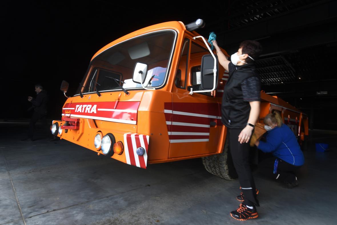 Letištní tahač Tatra 815 TPL