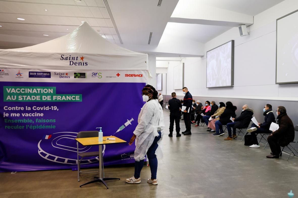Očkování na stadionu Stade de France