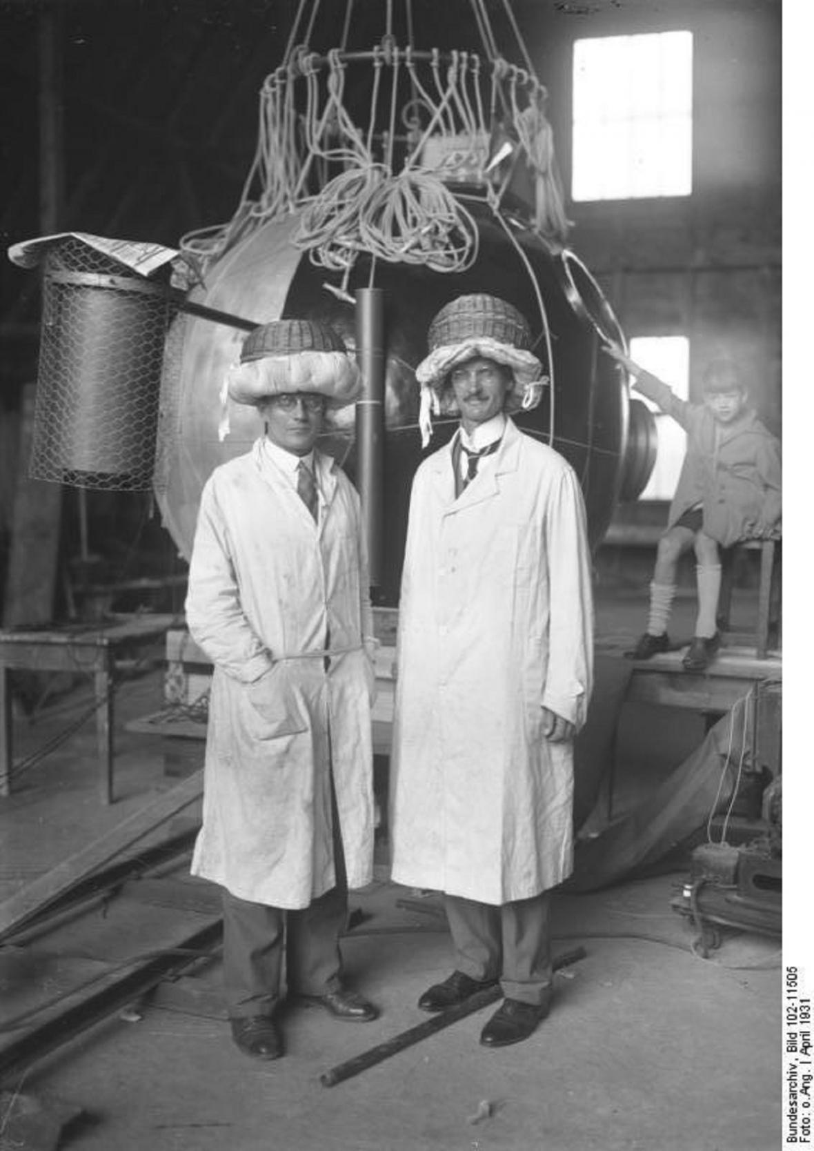 August Piccard (vpravo)