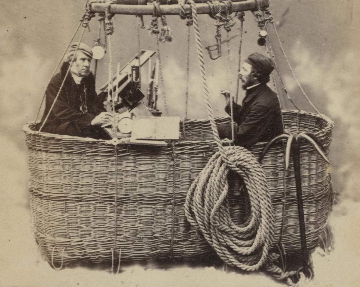 James Glaisher (vlevo) v gondole balonu