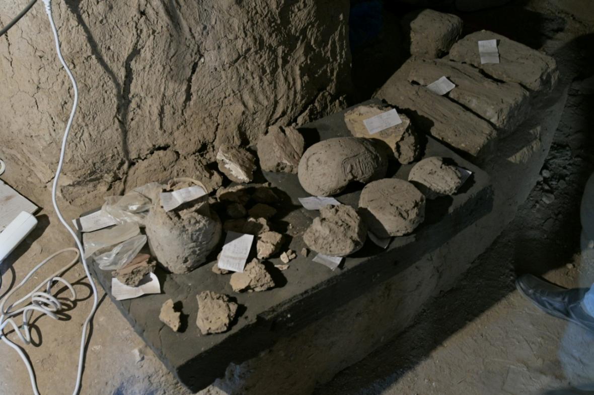 Ukázka předmětů, které archeologové objevili