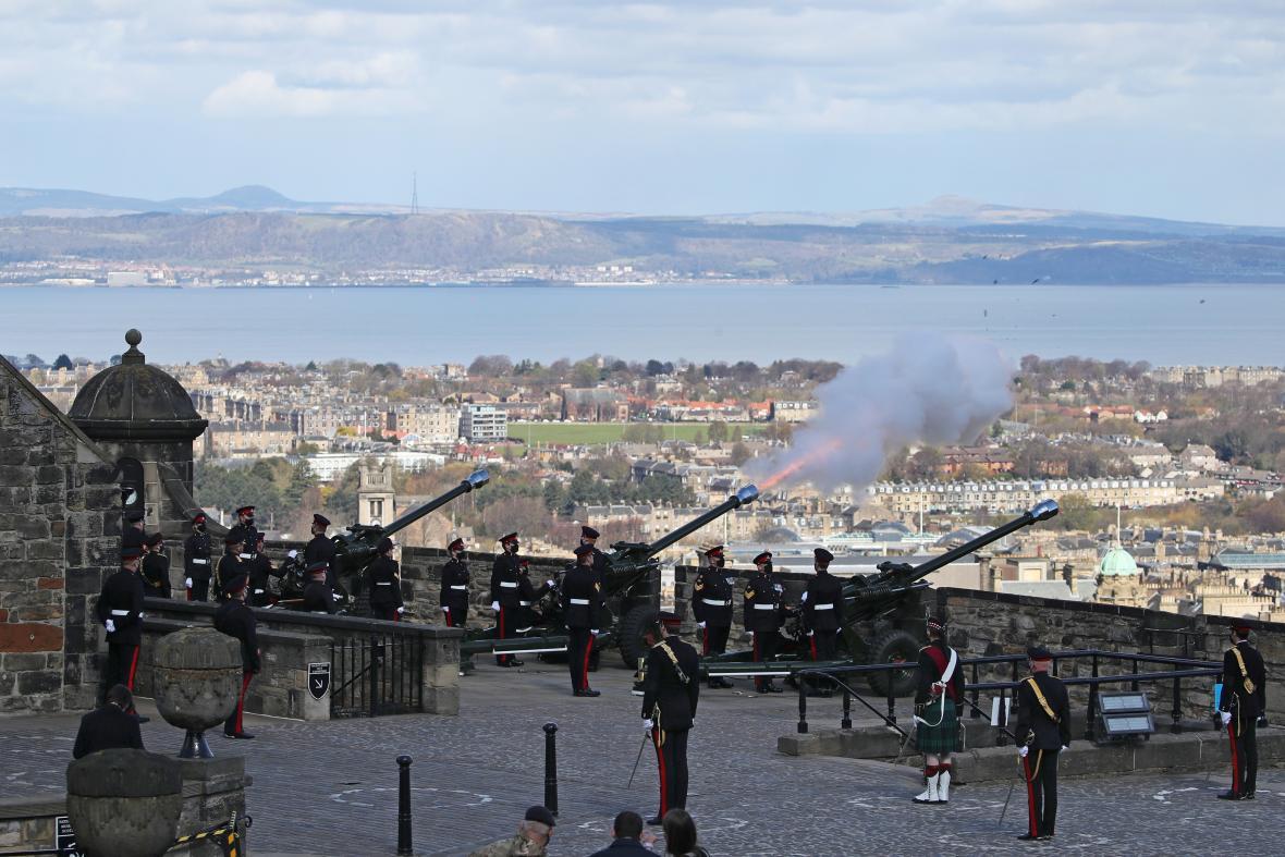 105. pluk královského dělostřelectva ve skotském Edinburghu na místním hradu