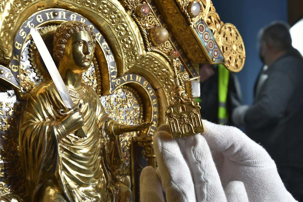 Čištění relikviáře sv. Maura