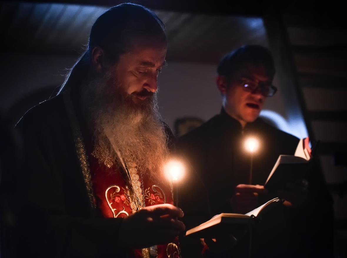 Večerní liturgií a půlnoční bohoslužbou v noci na 2. května 2021 v chrámu sv. Jana Šanghajského a Sanfranciského v Jezdovicích u Třeště na Jihlavsku, který spravuje kněz Vladimír Jeremiáš Cvak, oslavili věřící pravoslavné Velikonoce