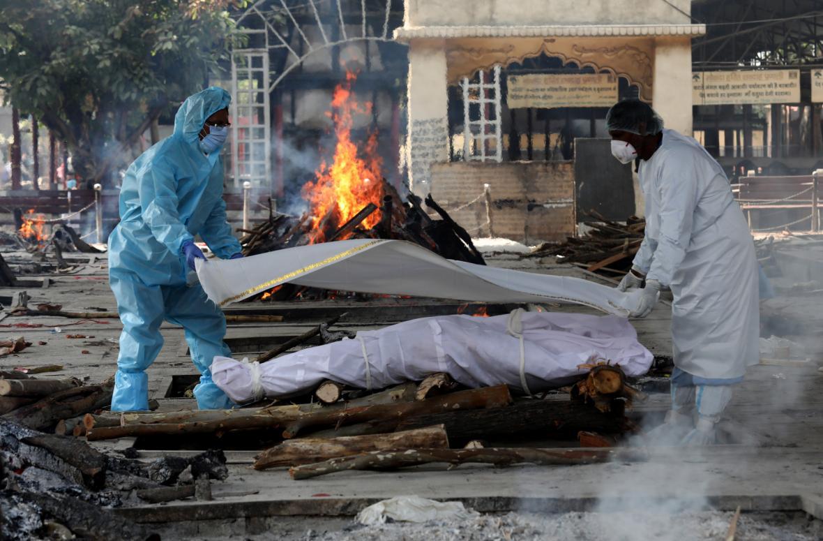 Improvizovaná krematoria v Indii