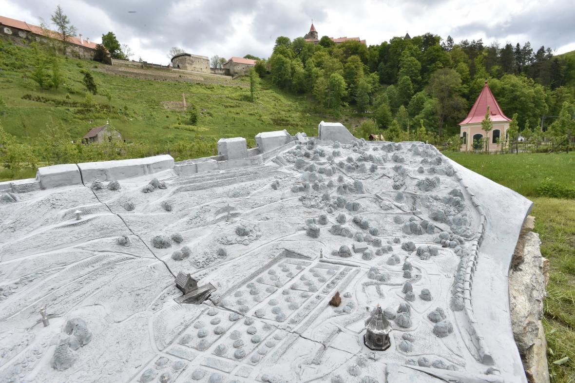 Vrchnostenská zahrada u hradu Pernštejn
