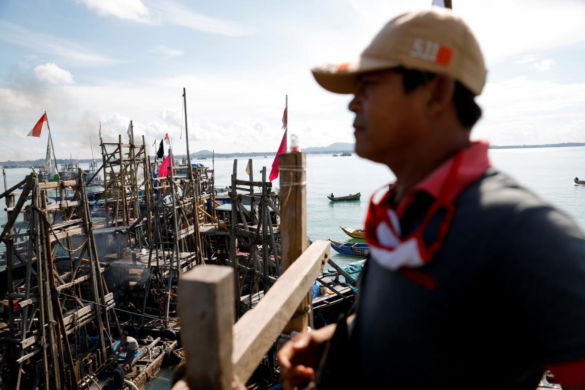 Těžba cínu v oblasti indonéského ostrova Bangka se od roku 2014 postupně přesouvá na moře z důvodů vyčerpání ložisek na pevnině